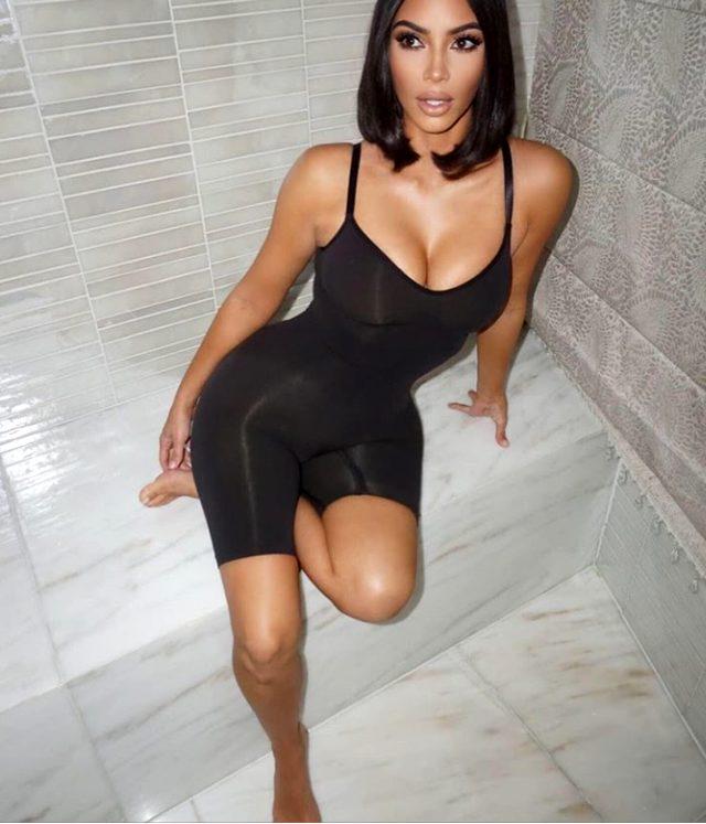 Kim Kardashian, korsesini çıkaramayınca altına kaçırdı