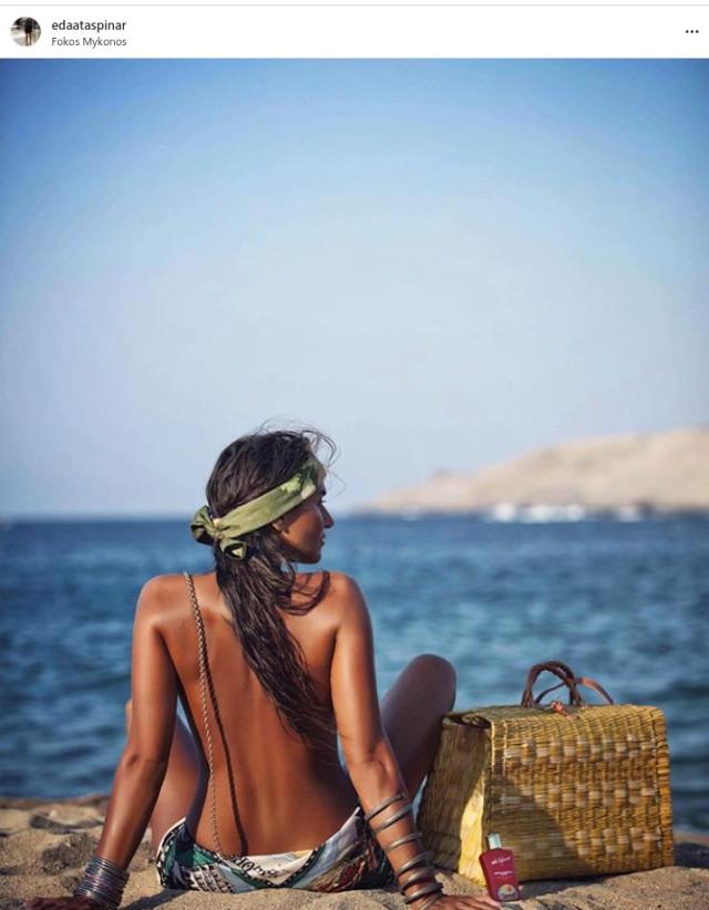 Eda Taşpınar kimdir? Plajda üstsüz güneşlendi