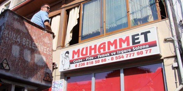"""""""Muhammet"""" yazılı skandal tabela, zabıtalar tarafından indirildi!"""