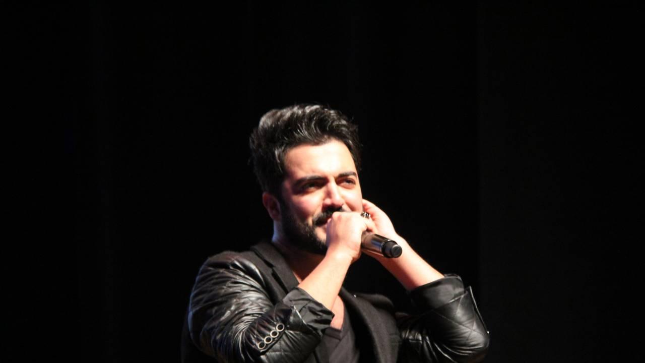 Ünlü şarkıcı Barış Pınarı Harekatı ile ilgili olarak diğer şarkıcılara ateş püskürdü