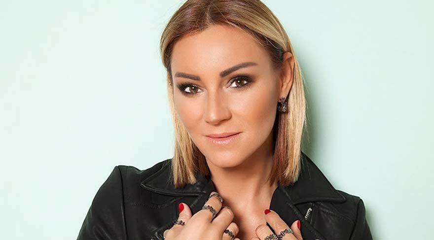 Pınar Altuğ Takipçisine Tepki Gösterdi