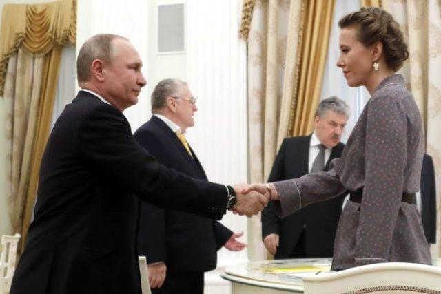 Putin'in kızı düğünde striptiz yaptı