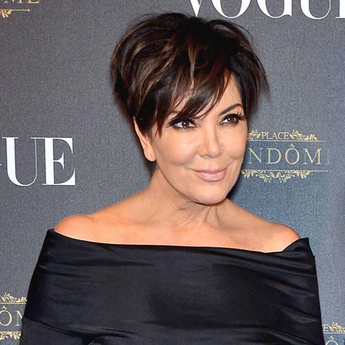 64 yaşındaki Kris Jenner düzgün fiziği ile kızlarına taş çıkarttı