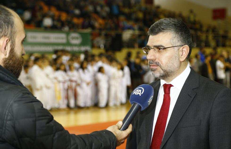 """""""Spor Şenlikleri ve Kış Spor Okulları"""" programları başladı"""