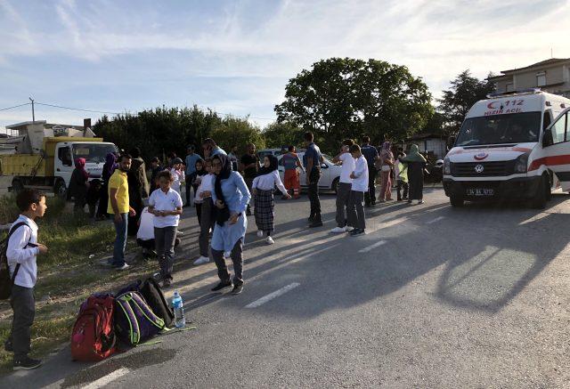 İstanbul'da okul servisi takla attı: Çok sayıda yaralı var