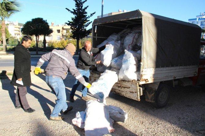Silifke Belediyesi'nden 300 aileye 135 ton odun yardımı
