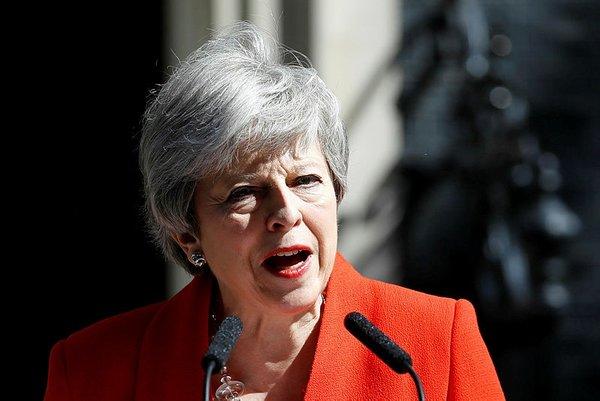 İngiltere'de siyasi deprem! Theresa May'den flaş karar