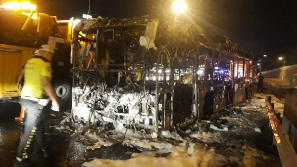 TEM Otoyolu'nda facia! Halk otobüsü alev alev yandı