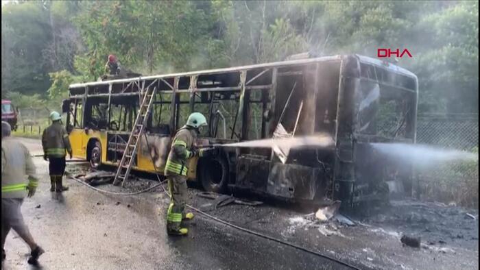 Beykoz'da İETT otobüsü alev alev yandı!