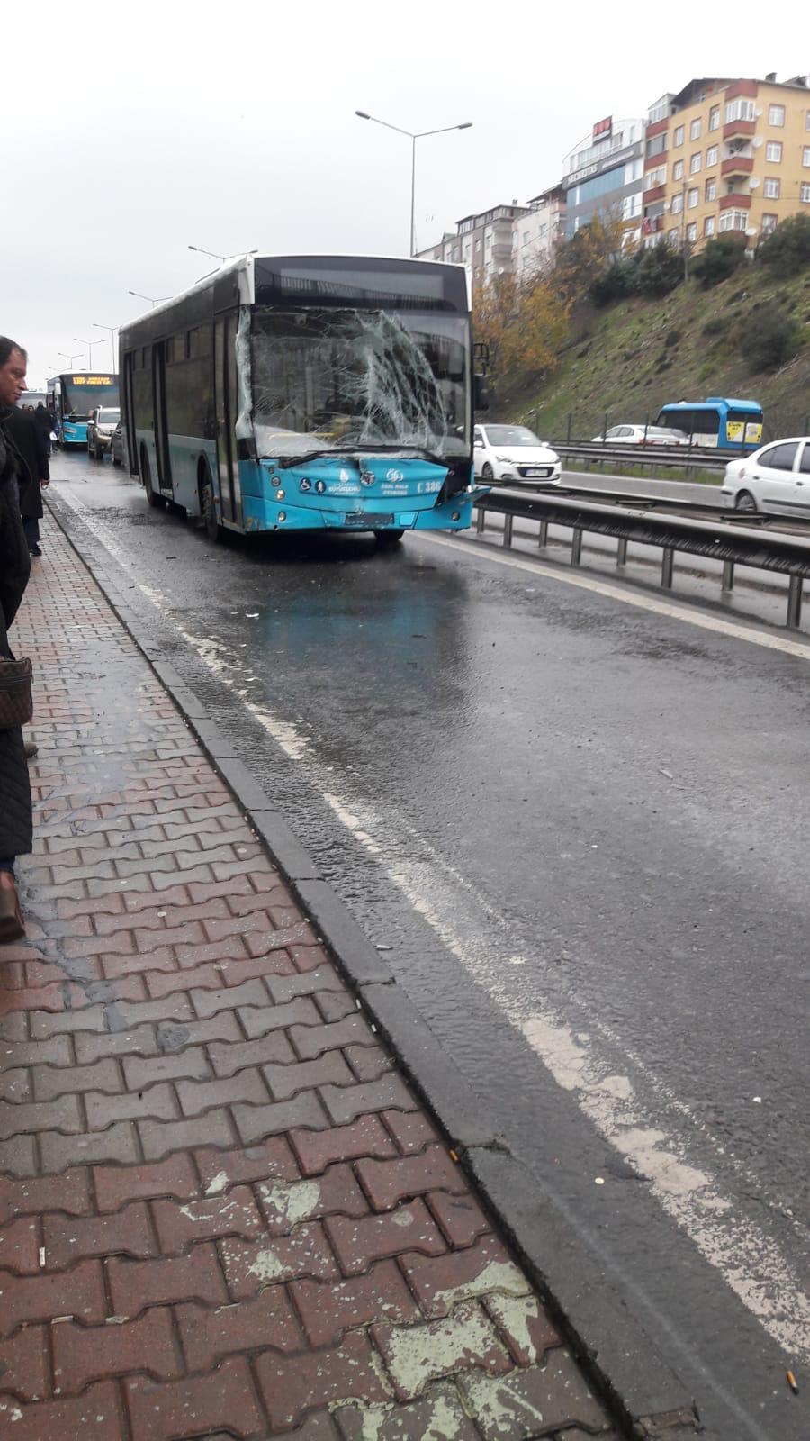 Pendik'te otobüs, yolcu minibüsüne çarptı! Çok sayıda yaralı var