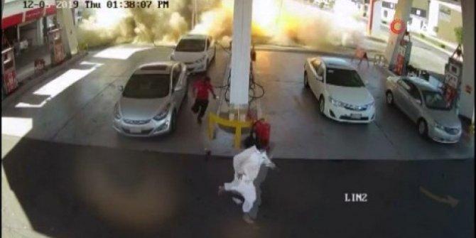 Benzin istasyonunda feci patlama! Şiddeti zemini çökertti