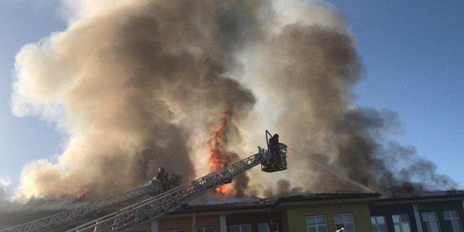 Sakarya'da okul yangını! Öğrenciler korku dolu anlar yaşadı