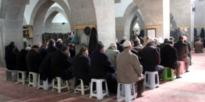 Diyanetten camide tabure kullanılmasına ilişkin açıklama: ''Cemaat ruhunu bozuyor''