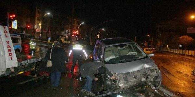 Kocaeli'nde feci kaza! Otomobiller paramparça oldu