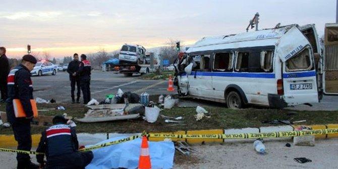 Manisa'da korkunç kaza! 1 ölü, 24 yaralı