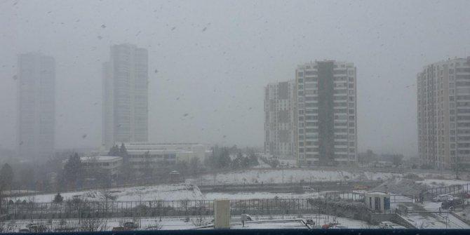 Ankara kar yağışına teslim oldu!