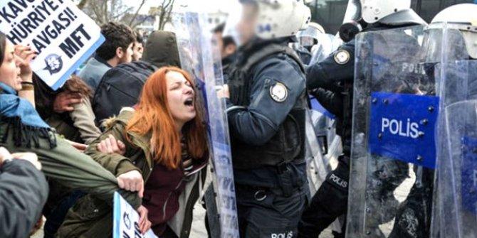 İstanbul Üniversitesindeki eylemde öğrenciyi darp eden polis görevden alındı