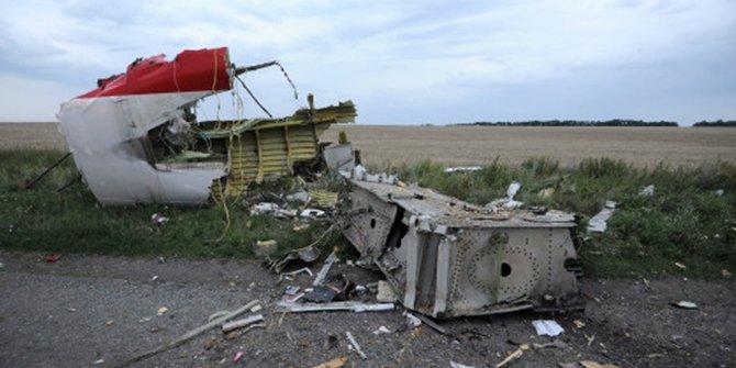 İran'da düşen Ukrayna Havayolları'na ait uçağın enkazından ilk görüntüler geldi