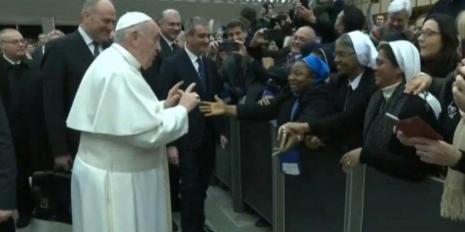 Papa Francis'in öpme kuralı: ''Isırmak yok''