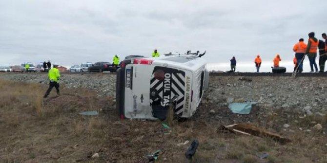 Aksaray'sa servis minibüsü ile otomobil çarpıştı! 16 yaralı var