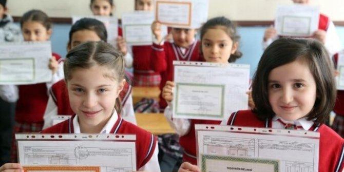 Türkiye genelinde öğrenciler karnelerine kavuştu