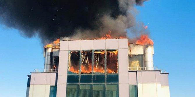 Antalya'da bir iş merkezinde korkutan yangın!
