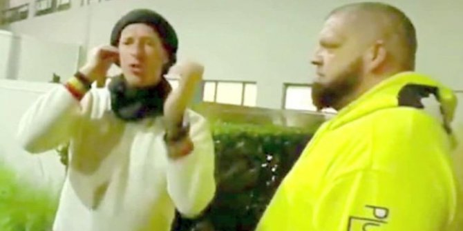 Cold Play solisti Chris Martin imza isteyen hayranına küfür etti!