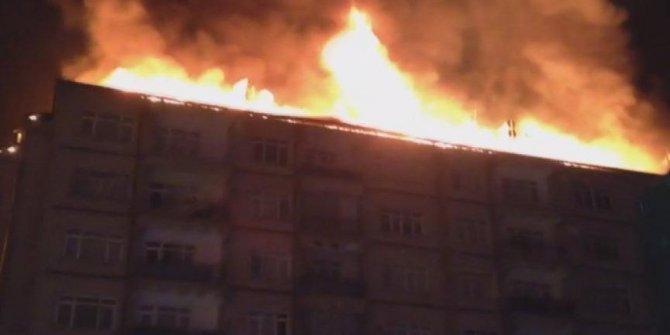 Elazığ'da depremin ardından bir binada yangın çıktı!