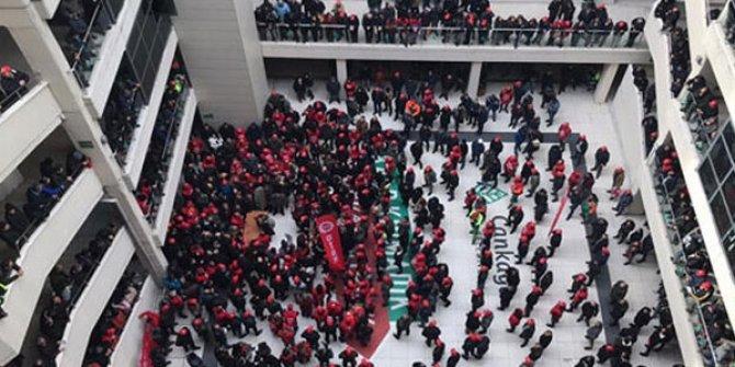 Zam isteyen işçiler Çankaya Belediyesi'ni bastı!