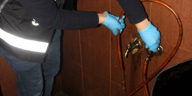 Adana'da muslukta akan sıvı, yer altındaki depoyu ortaya çıkardı!