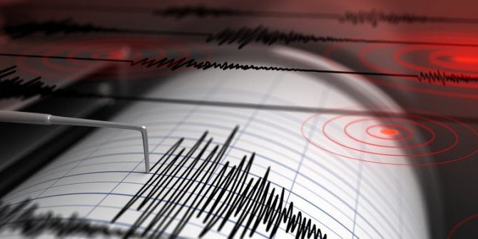 Manisa'da 4,8 büyüklüğünde deprem! İşte ilk görüntüler...