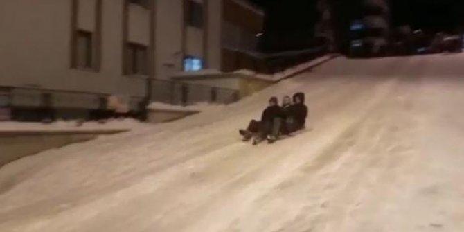 Poşetle buzlanan yolda kayıyorlardı! Herkesin aklına gelen başlarına geldi!