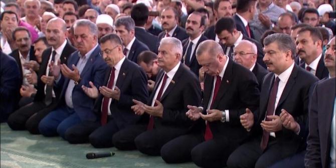 Cumhurbaşkanı Erdoğan şehitler için Kur'an okudu - 15 Temmuz