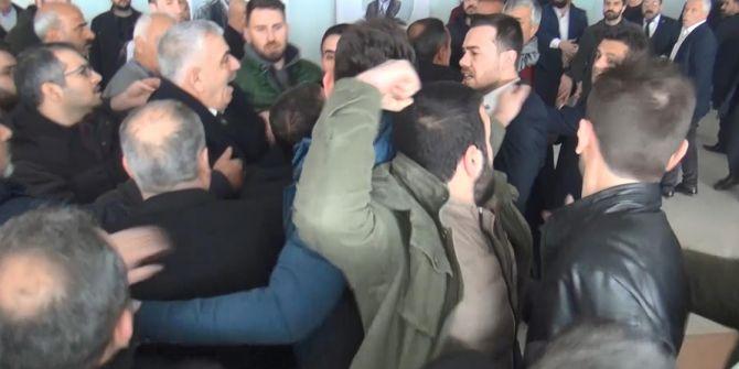 CHP Şanlıurfa il kongresinde arbede çıktı! Yumruklar havada uçuştu
