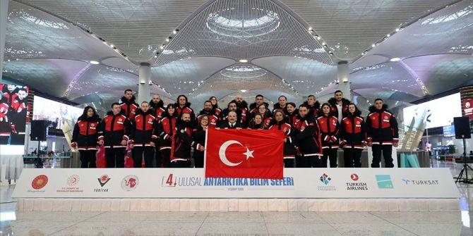 Bakan Mustafa Varank açıkladı! Türk ekibi beyaz kıtaya ulaştı
