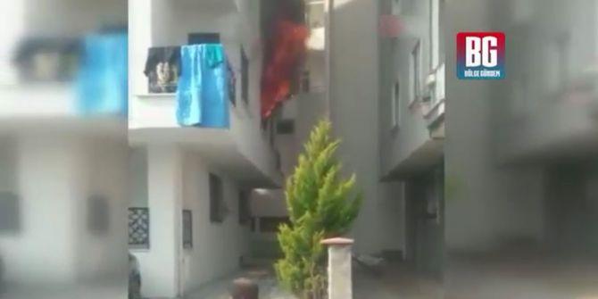Sanvcaktepe'de bir evde yangın çıktı! 2 kişi mahsur kaldı