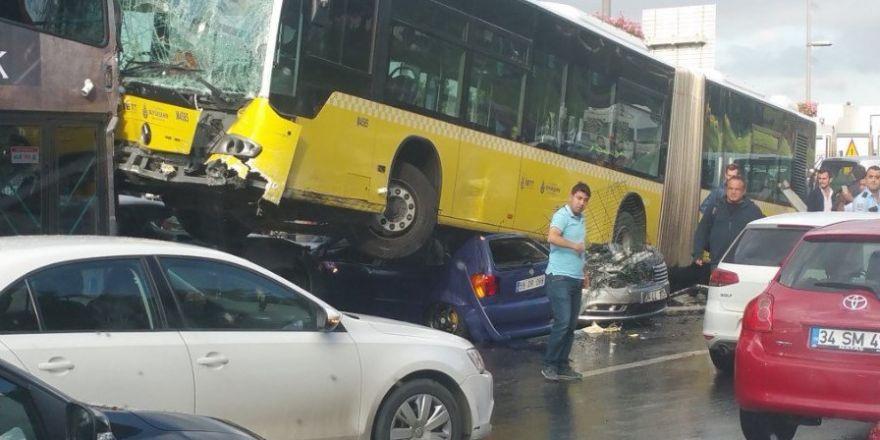 Metrobüs kazasının güvenlik kamerası görüntüleri