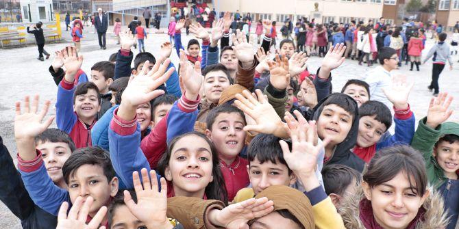 Depremin ardından Elazığ'da öğrenciler ders başı yaptı