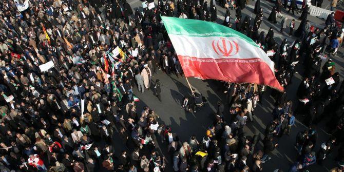 İran'da koronavirüs için halk protestolara başladı!
