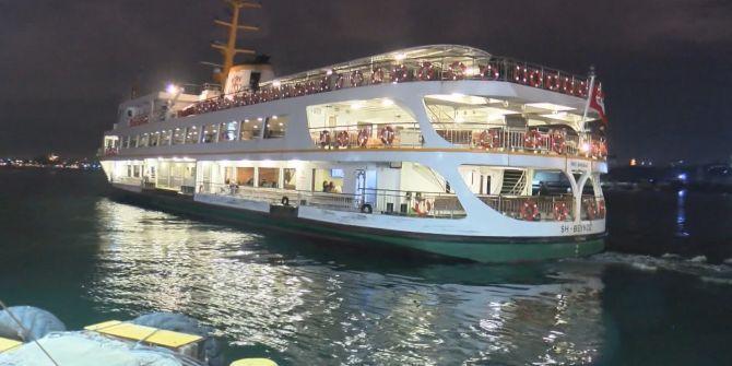 İstanbul'da vapurlar gece seferlerine başladı