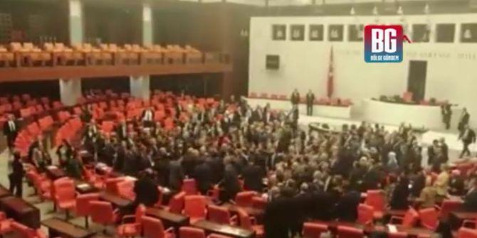 TBMM'de milletvekilleri yumruklarla birbirine girdi!