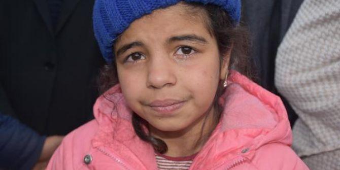 Ailesinden ayrılan göçmen kız Menice'nin yürek burkan haykırışı!