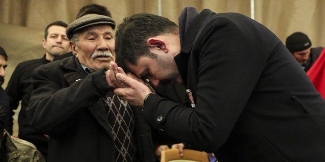 Bakan Kurum'un şehit babasıyla olan hikayesi dinleyenlerin yüreklerini burktu