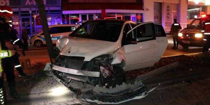 Sakarya'da korkutan kaza! Ağaca çarptıktan sonra durabildi