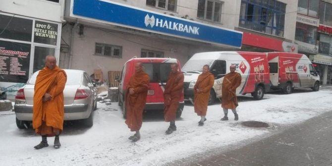 Sivas ve Çanakkale'deki Budist rahipler görenleri şoka uğrattı!