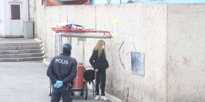 Taksim'de bir kadın koronavirüs karantinasından kaçtı!