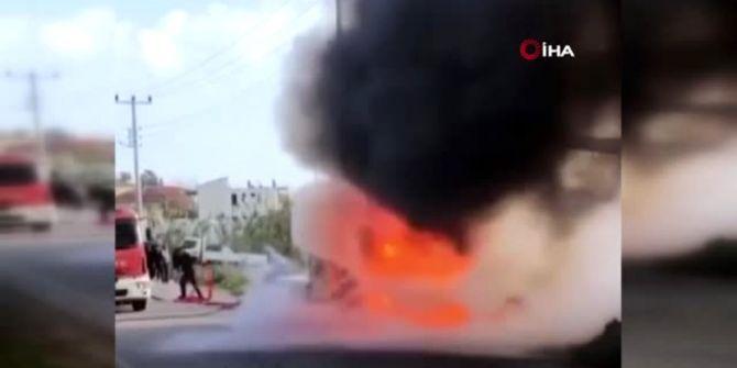 Antalya'da yanan nakliye tırı korku yarattı!