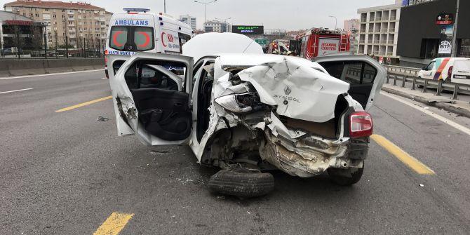 Kadıköy'de zincirleme kaza! 3 kişi yaralı