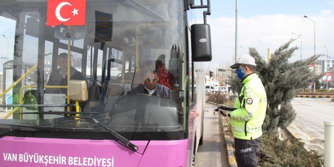 Van'da trafik ekipleri güvenli mesafe düzenini denetledi