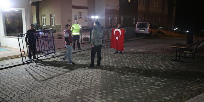Karantinadaki öğrencilerin Türkiye'ye küfür etmesine vatandaştan büyük tepki!